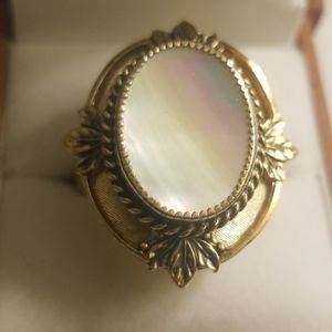 VINTAGE WHITING & DAVIS MOTHER OF PEARL RING 8.2/